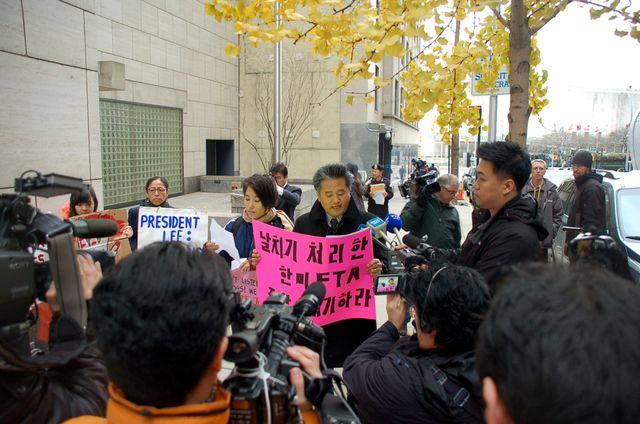 2011 Protest against FTA KO-USA (27)