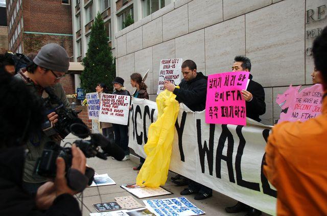 2011 Protest against FTA KO-USA (6)